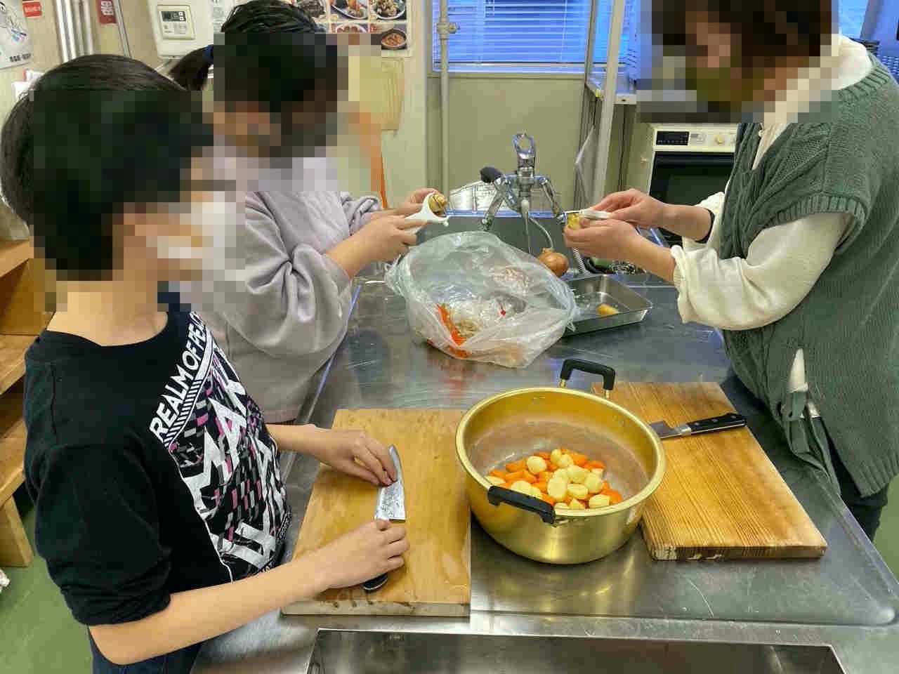 【活動報告】「みんなで作ろうカレーライス」でお腹いっぱい食べました!/キッズぷれいすの子ども食堂